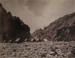 Campo della spedizione di S.A.R. il Duca degli Abruzzi sul lato sinistro del Baltoro - Foto di Vittorio Sella