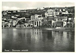 Ponza. Cartolina del Fondo Elio Migliorini (Archivio fotografico SGI)
