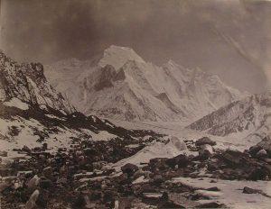 Bride Peak visto dal ghiacciaio Godwin Austen - Foto di Vittorio Sella