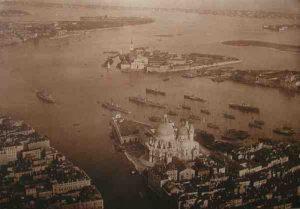 """Punta della salute. Foto aerea, 1922 ante. Album """"L'Italia vista dall'alto"""" dell'Archivio fotografico SG"""