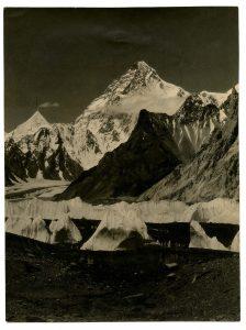 Il K2 dal Ghiacciaio Godwin Austen - Foto di Vittorio Sella