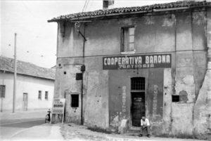 Cooperativa Barona, 1950-70, Archivio Mario Cattaneo (fonte: facebook.com/storiadellabarona/)
