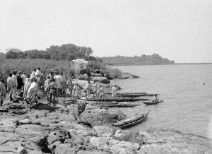 La riva rocciosa sul golfo di Tana Chircòs. Missione Dainelli al lago Tana (1937)
