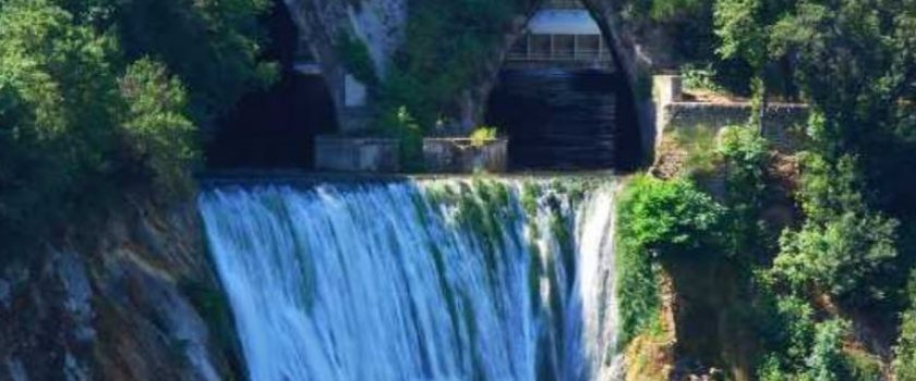 """(Italiano) L'incontro tra un fiume """"indisciplinato"""" e l'ingegno umano. La progettazione di Villa Gregoriana a Tivoli"""