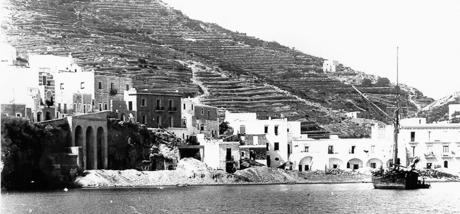 Reportage dell'escursione della SGI alle isole di Ponza, Ischia e Capri aprile 1955