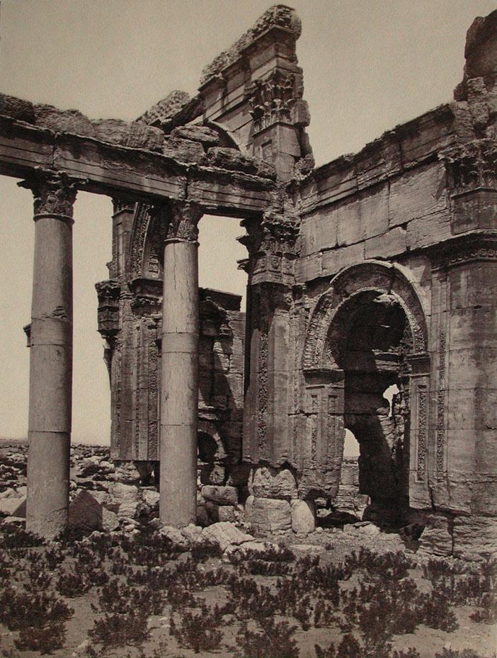 """Mercoledì Fotografico –  Tra le rovine di Palmira, la """"Sposa del deserto"""""""